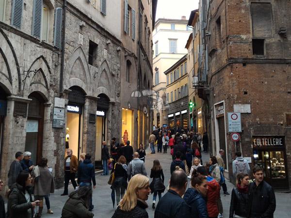 Via Banchi di Sopra in Siena